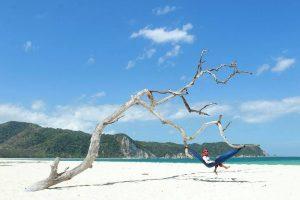 Wisata Pantai Tarimbang