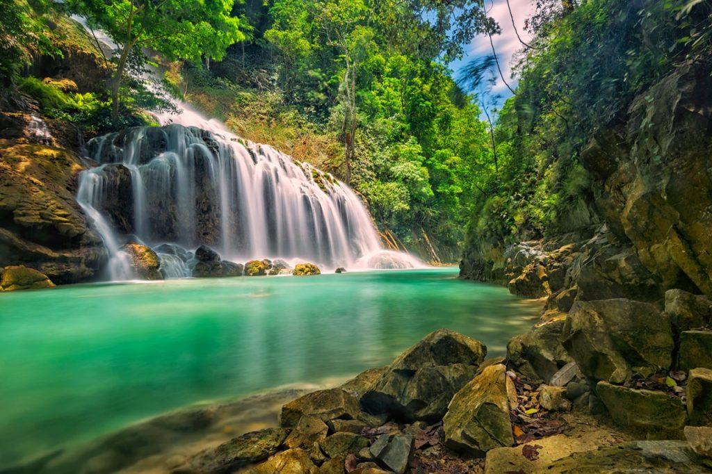 Air Terjun Lapopu, Air Terjun Tertinggi di Sumba Yang Jernih dan Biru