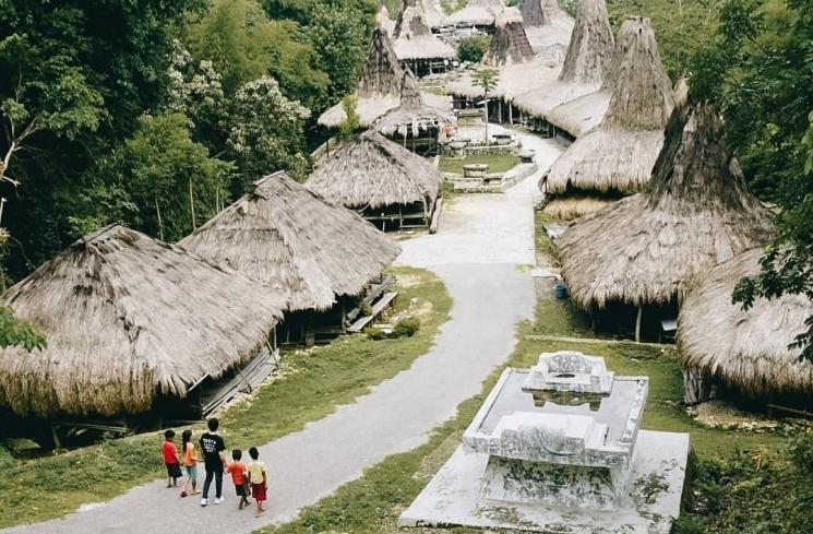 kampung adat prai ijing dari atas bukit